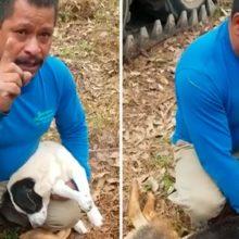 Homem desconsolado chora porque envenenaram seus cães