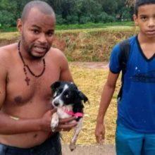 Homem arrisca sua vida para salvar cachorrinho que caiu no rio