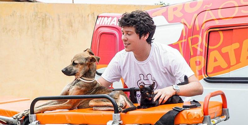 Um empresário doa ambulância para ONG para poder resgatar animais em risco