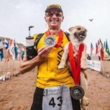 Cão perdido decide participar de uma corrida e acaba com um novo pai