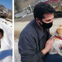 Garotinha se arrasta na neve pesada para conseguir ajuda para seu cachorro doente