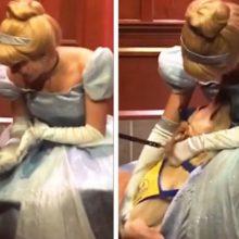 O cão-guia não conseguiu conter a felicidade quando conheceu a Cinderela