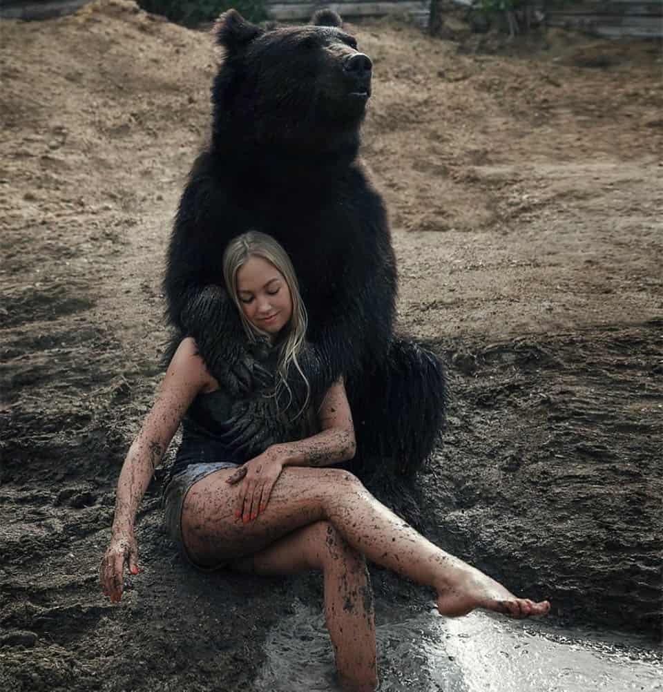 Mulher russa resgatou um urso 3
