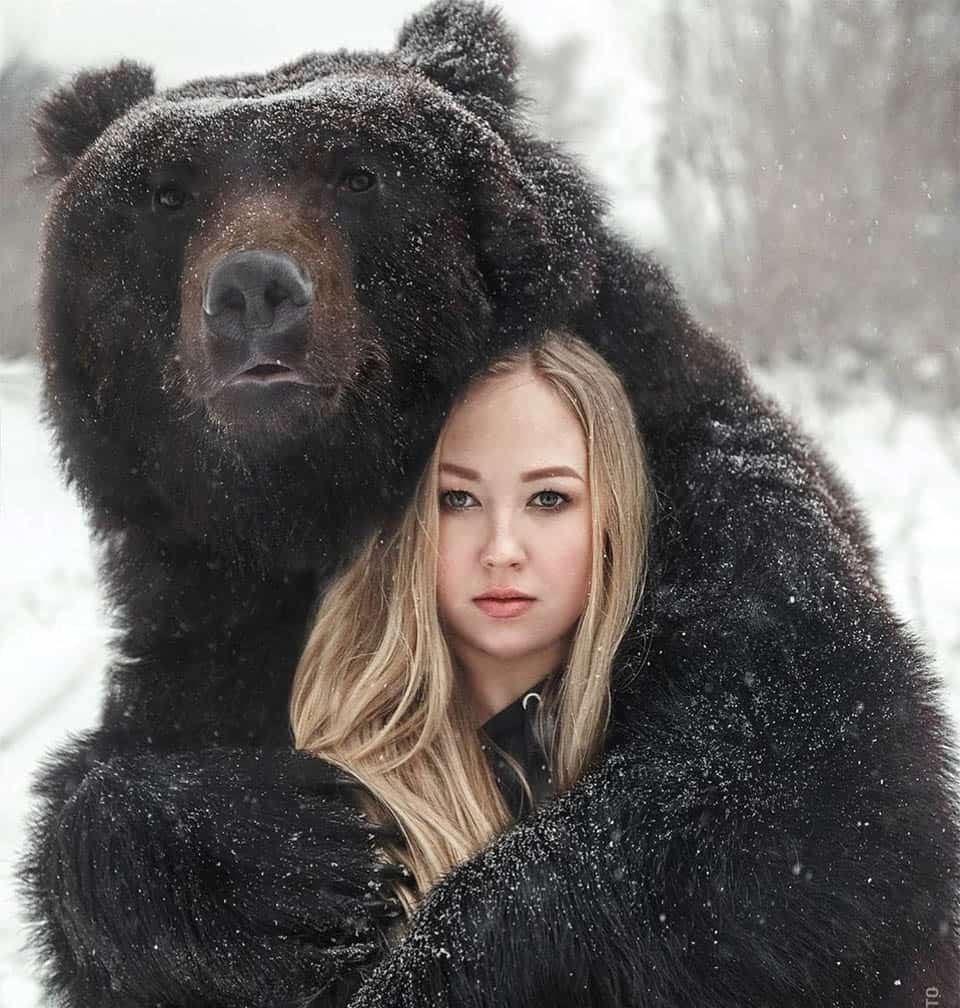 Mulher russa resgatou um urso 4