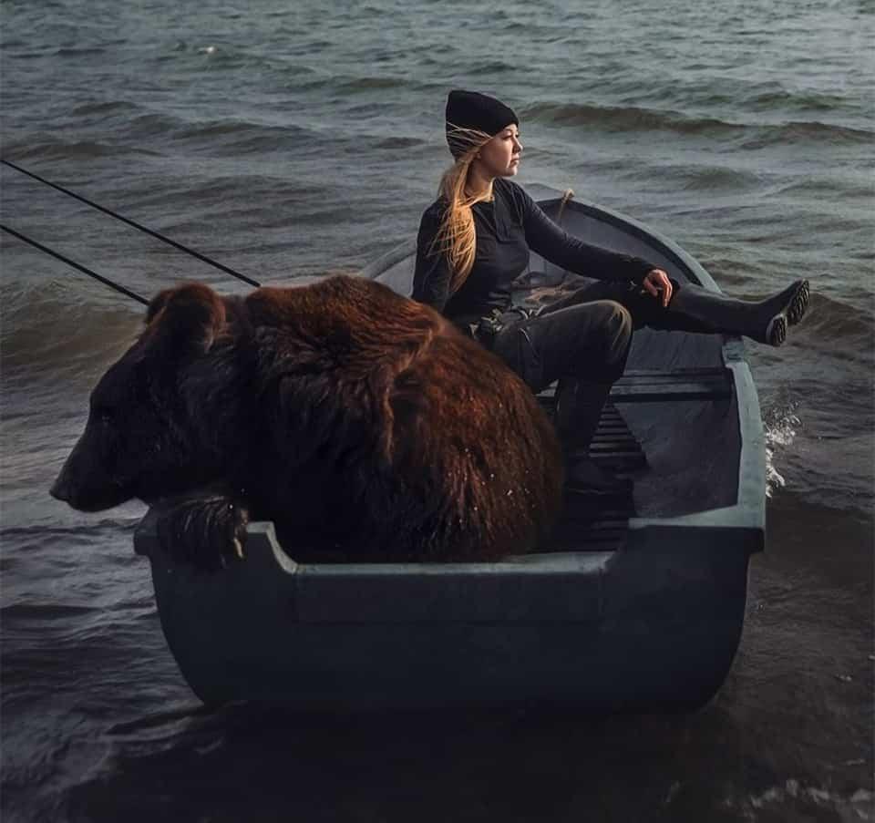 Mulher russa resgatou um urso 7